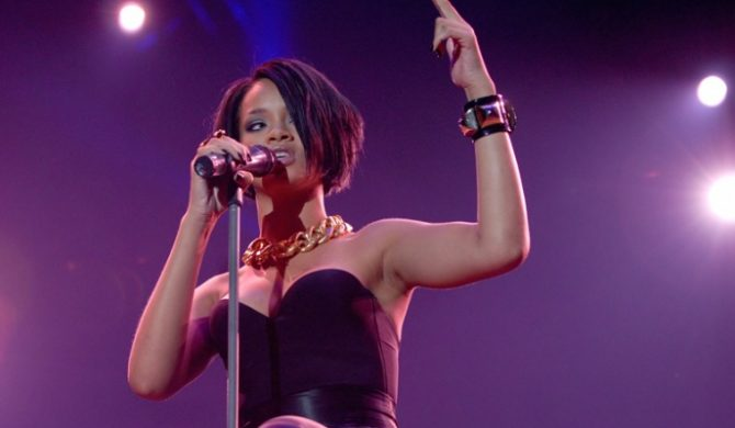 Rihanna Zdissuje Chrisa Browna